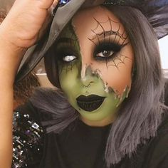 This Halloween, give yourself a magical makeover with our witch makeup ideas. We found 23 stunning makeup ideas, just in time for festivities. Sparkly Eye Makeup, Black Eye Makeup, Green Makeup, Easy Halloween Face Painting, Half Face Halloween Makeup, Pretty Witch Makeup, Witchy Makeup, Pretty Halloween, Halloween Make Up