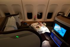 Cathay pacific first class airline cabins First Class Plane, First Class Airline, Cathay Pacific, Luxury Lifestyle Fashion, Alaska Airlines, Travel Wear, Healthy Recipes For Weight Loss, Private Jet, Gain Muscle