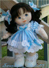 Игровая кукла со сменной одеждой