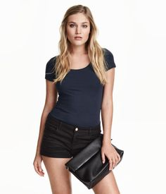 Fitted top in jersey with a scoop neckline and short sleeves.  5.99