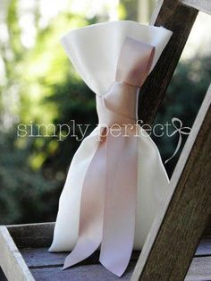 Wedding Favors, presentation 1267762096 - Georgeous favor suggestions to kick-start a grand wonderful day. Note - pinned on this fun day 20190726 Wedding Gift Bags, Wedding Favours, Diy Wedding, Party Favors, Wedding Day, Homemade Wedding Favors, Wedding Pillows, Unique Weddings, Wedding Designs