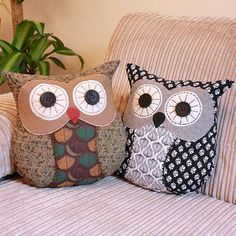 cute owls couch sofa settee pillows or cushions Fabric Crafts, Sewing Crafts, Sewing Projects, Craft Projects, Crafts To Make And Sell, Diy And Crafts, Owl Pillow Pattern, Owl Sewing, Owl Cushion