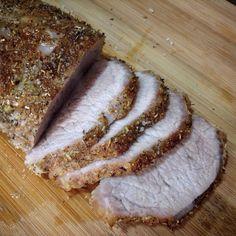 Lomo a la sal:  Ingredientes: 1 Lomo de cerdo  Ajo molido Pimienta molida  Hierbas provenzales Sal gorda  Preparación: 1. Añadir las especies al lomo por toda la superficie. 2. Hacer una cama de sal de 1cm de grosor en una bandeja de horno. 3. Colocar el cerdo sobre la cama de sal y cubrirlo con el resto de sal gorda. 4. Hornear 1 hora a 180