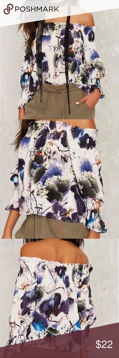 🍂🌼Off The Shoulder Top 🍃This fabulous, off the shoulder top is perfect for a late summer afternoon.  With shades of purple, green, hints of blue and brown, this top has it all. New without tags. 🌱 Tops Blouses