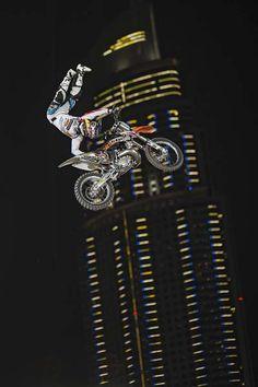 Red Bull X-Fighters: Weltmeister bricht sich das Bein!
