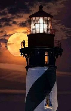 St. Augustine Lighthouse, Florida Lighthouse Painting, Lighthouse Pictures, Lighthouse Keeper, Beautiful Moon, Beautiful World, Beautiful Places, St Augustine Lighthouse, Cool Pictures, Beautiful Pictures