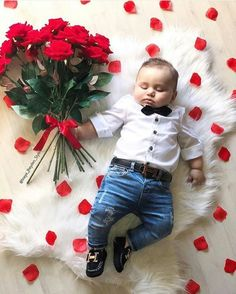Valentine's Day picture ideas Valentinstag Bilder Baby Shooting, Valentines Day Pictures, First Valentines Day Baby, Valentine Mini Session, Holiday Pictures, Valentine Ideas, Monthly Baby Photos, Baby Boy Pictures, Baby Boy Pics