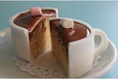カップもまるごとケーキだったとは、まったくもって恐れ入りました…。ナイフを入れるまで、よもやケーキなどとは決して見破ることのでき...
