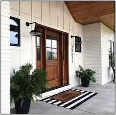 24 Amazing Farmhouse Porch Design Ideas And Decorations. If you are looking for Farmhouse Porch Design Ideas And Decorations, You come to the right place. Below are the Farmhouse Porch Design Ideas A. Farmhouse Front Porches, Modern Farmhouse Exterior, Rustic Farmhouse, Modern Porch, Urban Farmhouse, Farmhouse Homes, Farmhouse Interior Doors, Farmhouse Remodel, Modern Farmhouse Style