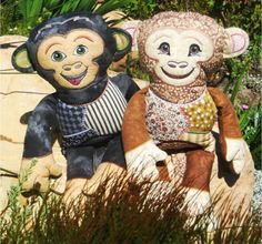 Make merry with Mischievous Patchwork Monkeys from Inspiration Mutz, created with love in your embroidery hoop. Custom Embroidery, Embroidery Thread, Embroidery Ideas, Machine Embroidery Projects, Thread Painting, Free Design, Mickey Mouse, Merry, Teddy Bear