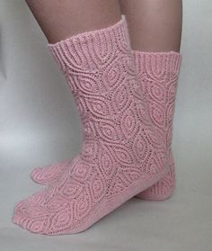 Semki by Natalia Vasilieva free knitting pattern on Ravelry at… Loom Knitting, Knitting Stitches, Knitting Socks, Free Knitting, Knitted Booties, Knitted Slippers, Crochet Socks, Knit Or Crochet, Knit Socks