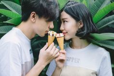 Hello my sweetheart Couple Shots, Couple Posing, Kids In Love, Asian Street Style, Korean Couple, Ulzzang Couple, Fashion Couple, Couple Outfits, Girl Short Hair