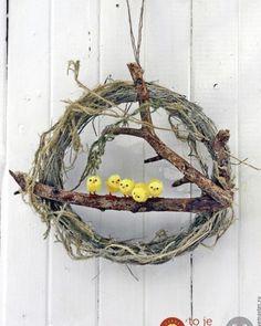 21 prekrásnych nápadov, ako si na jar vyzdobiť vchodové dvere a verandu: Tie… Easter Crafts For Toddlers, Easter Arts And Crafts, Diy And Crafts, Creative Crafts, Yarn Crafts, Diy Easter Decorations, Easter Wreaths, Diy Wreath, Holiday Crafts