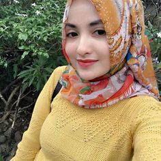 """Berhijab bukan sebuah alasan untuk tidak tampil sexy"" Selamat malam semuanya. Follow @dedezenzef Keep healthy and sexy girl #jilbab #jilboob #hijab #jilbabcantik #jilbabsexy #jilbabindonesia #cewekjilbab"