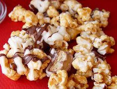 Caramel Candy Bar Popcorn-doesn't require a candy thermometer or any candy making skills-my type of caramel popcorn-Yay!