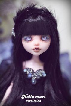 #OOAK #MonsterHigh #DollRepaint #HelloMariRepaint 칭구냔의 취향을 반영하여 커스텀 해본 드라큐라우라 입니당! 드디어 약속을 지켰어 아빠! 나보다 덩치도 ...