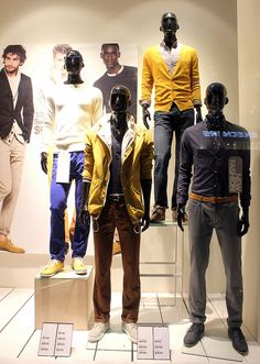 """H&M New Fashion,""""standing on a box"""", pinned by Ton van der Veer"""