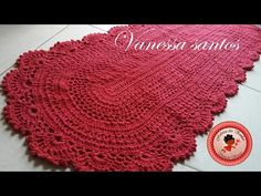 Tapete Pink, Vanessa Santos, Crochet Videos, Crochet Hats, Taps, Rectangular Rugs, Crochet Ornaments, Crocheting, Bathroom Rugs