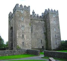 As a little girl, I always imagined what it would be like to live in a castle like Bunratty Castle. Now, as I'm prepping for my trip to the British Isles, I'm looking forward to the architecture and history of the castle.