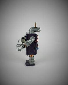 ThreeBot View#2    #seekrbots #retroscifiart #vintage #vintageart #build #junkbots #antique #robotbuilder #intheworkshop #buildabot #scrapart #metalart #steampunk #steampunkart #robot #scifi #robotsculpture #assemblage #fobot #bot #mini