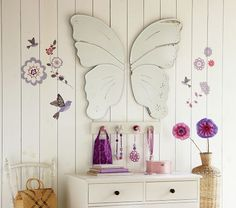 A Butterfly Mirror as the certerpiece of this room decoration #kidsroom #mirrorsforkids #mirrordesign Find more inspirations at www.kidsroomideas.net