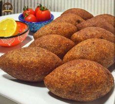 İçli Köfte Tarifi (Kızartma) Healthy Soup Recipes, Meat Recipes, Dinner Recipes, Turkish Recipes, Ethnic Recipes, Keto Results, Cafe Menu, Cooking Chef, Snacks