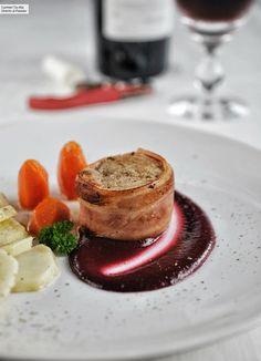 Pork Recipes, Gourmet Recipes, Baked Pork Steak, Sustainable Food, Mediterranean Dishes, Time To Eat, Food Plating, Food Design, Food Inspiration