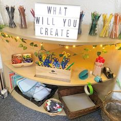 Fantastic Absolutely Free preschool classroom organization Ideas Are you currently a brand new teacher that's wondering just how to create some sort of toddler classroom? As well as Art Classroom Layout, Preschool Classroom Decor, Reggio Classroom, Toddler Classroom, Classroom Organisation, Free Preschool, Classroom Design, Classroom Activities, Preschool Art Display
