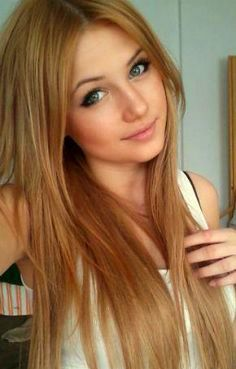 Girl with thin strawberry blonde hair and green eyes. She's so pretty !!
