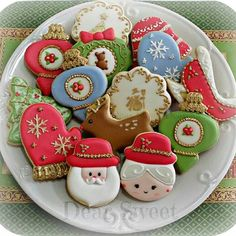 Christmas is already here!! It is one of my favorite season! I can't wait to start baking for this Christmas! *Photo: Cookies of Christmas 2013 O Natal ja está aqui! Amo demais! É uma das datas mais lindas do ano!! Não vejo a hora de começar a assar os cookies! Foto: Cookies do Natal 2013 #ORIGINALDESIGN #DearSweet #designedbyDearSweet #Christmas#Natal #DecoratedCookies #LoveChristmas#Christmas2014