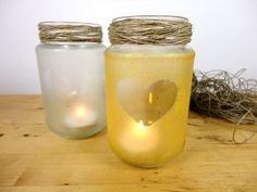 Farolillos hechos con tarros de vidrio reciclados y pintura frost