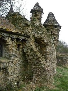 "Abandoned and decayed ""Hobbit House"" built by Colin Stokes in Chedglow, Wiltshire, England. The Hobbit House was a sheep shed built without permission by a local artist, the sprawling construction took nearly ten years to build. Abandoned in the Interesting Buildings, Beautiful Buildings, Beautiful Places, Abandoned Castles, Abandoned Mansions, Abandoned Places In The Uk, Old Buildings, Abandoned Buildings, Modern Buildings"