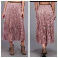 "HPFree People skirt NWT size 6 Stunning skirt - waist: app. 14"" when flat.⛔️NO TRADE ✨ 10% if bundled. Free People Skirts"