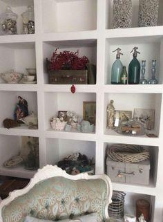 Kast van gipsblokken Shelving, Bookcase, Living Room, Home Decor, Tv, Google, Shelves, Decoration Home, Room Decor