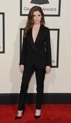 Grammy Awards 2015- Anna Kendrick in Band of Outsiders.