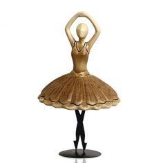 Sobre o Enfeite Bailarina Clássica IIPlié, pas de bourrèe, frappé, petit battement. Assim como a perfeição dos passos de ballet encantam os apaixonados por essa forma de arte, este enfeite vai decorar a sua casa com a delicadeza de uma bailarina, valorizando o charme do ambiente com um espetáculo infinito de beleza e charme. Com traços artísticos, o enfeite foi modelado com argila, artesanato que consegue unir o design rústico à linhas leves, destacando o valor de um trabalho feito a mão…
