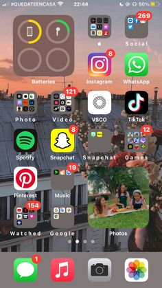 Iphone App Design, Iphone App Layout, Organize Apps On Iphone, Iphone Wallpaper Ios, Iphone Home Screen Layout, Iphone Hacks, Phone Organization, Iphone Icon, Random