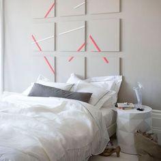 Un mur de cadres arty animé de bandes de masking tape