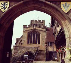 An arch isn't a doorway....... A wander around Warwick #mindfullness #stopandnotice #naturalbeauty #simplepleasures #gratitude #gloriouscolours #anxietyrelief #warwick #warwickshire #randompictures #stnicholaspark #doorway #arch Natural Beauty from BEAUT.E