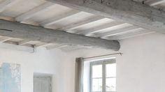 Repeindre un plafond avec poutres apparentes