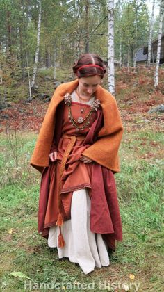 Posts about Vikingatid written by Linda at Handcrafted History Viking Garb, Viking Reenactment, Viking Dress, Medieval Dress, Norse Clothing, Renaissance Clothing, Medieval Fashion, Historical Clothing, Anglo Saxon Clothing