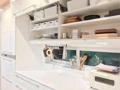 下がり天井が空間を仕切るキッチン。_____mariagramさんのキッチンを探索!【一条工務店 スマートキッチン(ワイドカウンター)】 | ムクリ[mukuri] Bathroom Medicine Cabinet, Interior, Videos, Indoor, Interiors