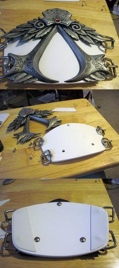 http://propsbyfev.blogspot.nl/2009/12/assassins-creed-2-ezios-belt.html