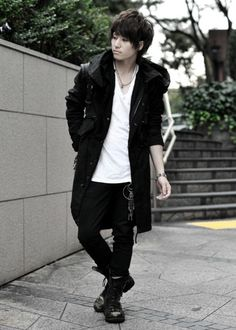 Interesting - he looks really alternative, but this is a pretty basic outfit. I guess it's the swagger...