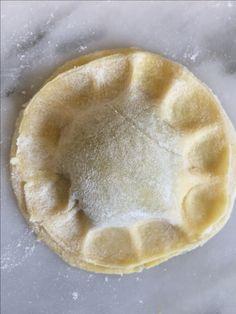 ~ Pâte à Ravioles recette gluten free sans gluten ~ •1 jaune d'œuf  •50 g de farine de riz (complet ou semi complet)  •30 g de fécule bio  •20 g de farine de millet  •1 cc de gomme de guar  •1 cl d'huile d'olive  •2 cl d'eau tiède  •Une pincée de sel