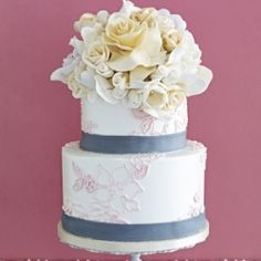 15 Gorgeous wedding CAKES featuring lovely LACE details.