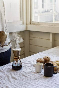 Pour over with donuts and bagels - kaffee liebe // coffee lover - Coffee I Love Coffee, Coffee Break, My Coffee, Coffee Drinks, Morning Coffee, Coffee Cups, Coffee Maker, Chemex Coffee, Coffee Mornings