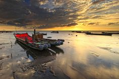 Red Raft of Oyster Field 蚵田的紅色管筏 by Thunderbolt_TW, via Flickr