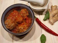 Lubisz dania z mięsem mielonym w roli głównej? Mam dziś dla Ciebie przepis na pulpeciki wieprzowo-wołowe w pikantnym sosie pomidorowym. Proste w przygotowaniu, ciekawe w smaku. Bez bułki, bez jajka, mięso w czystej postaci!