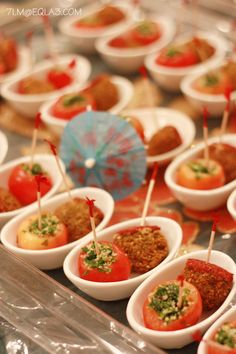 Falafel & Tabulleh-Stuffed Tomato hors d'oeuvres Finger Food Menu, Finger Foods, Appetizer Recipes, Appetizers, Organic Recipes, Ethnic Recipes, Cooking For A Crowd, Hors D'oeuvres, Middle Eastern Recipes